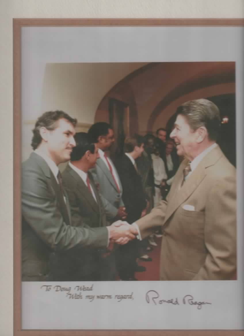 Doug Wead with President Ronald Reagan, White House, 1982. (Official White House photograph.)